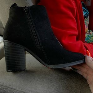 Ankle boots , dress shoes